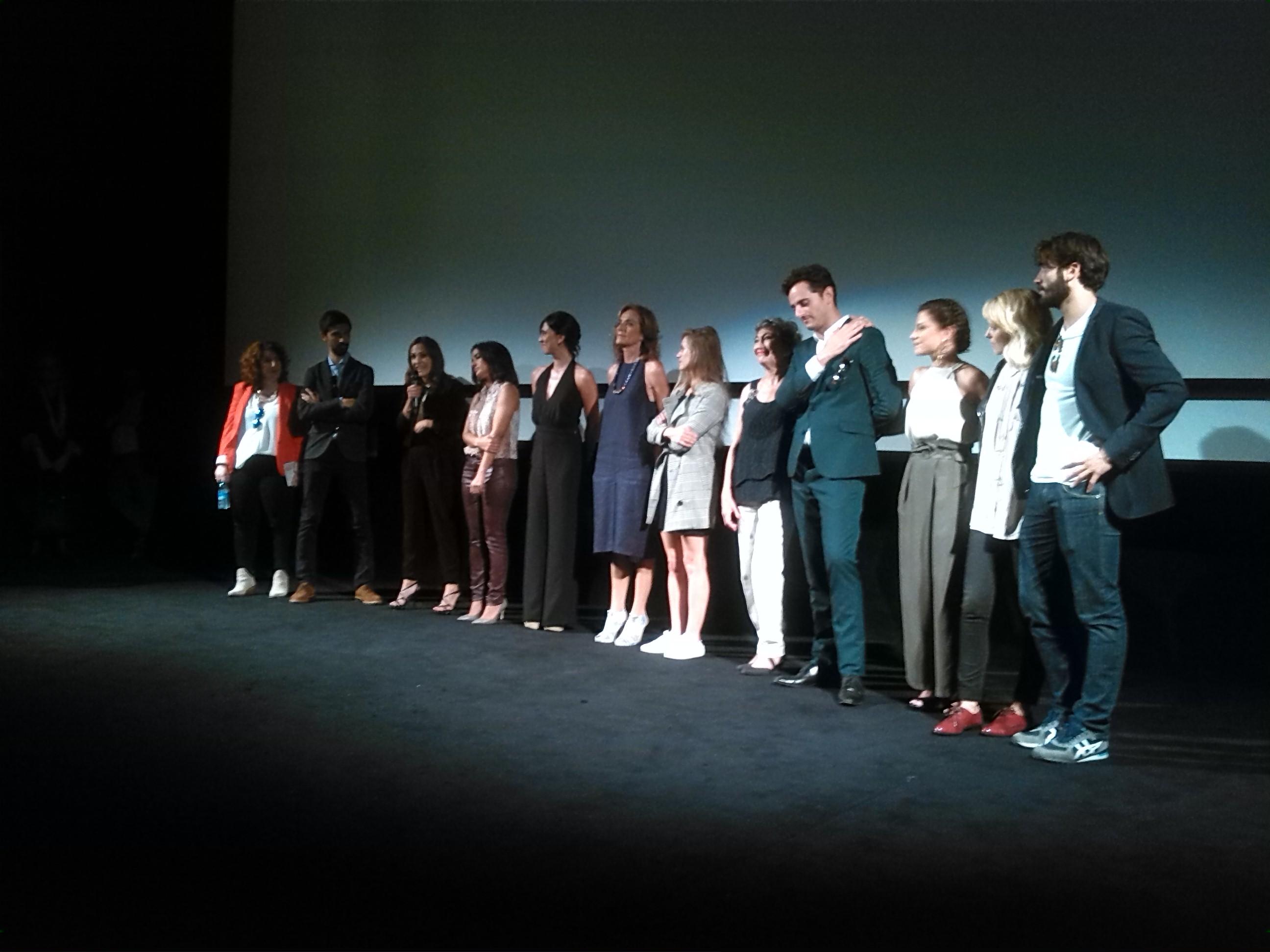 El equipo ténico y atístico de La Novia, durante la presentación en San Sebastián. FOTO: José María Pemán