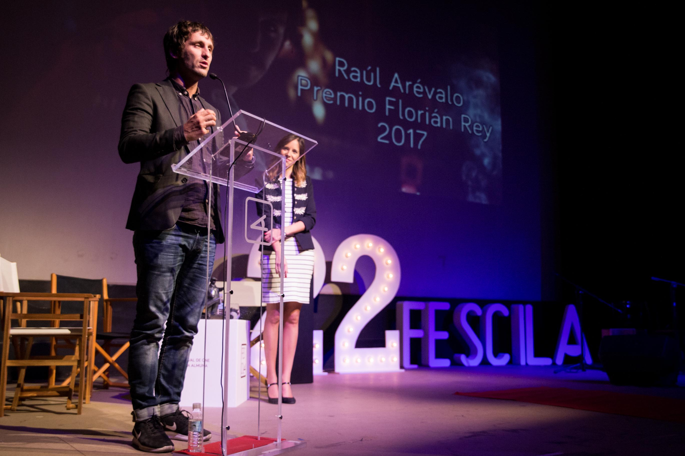 Raúl Arévalo recogiendo el premio Florián Rey 2017. // Imagen: Javier Gimeno